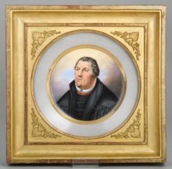 Schmidt, Heinrich - Porzellanteller mit Lutherbildnis in vergoldetem Empire-Rahmen