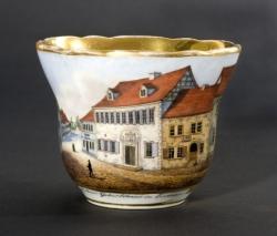 Porzellanfabrik Tiefenfurth - Porzellantasse mit Ansicht von Luthers Geburtshaus in Eisleben