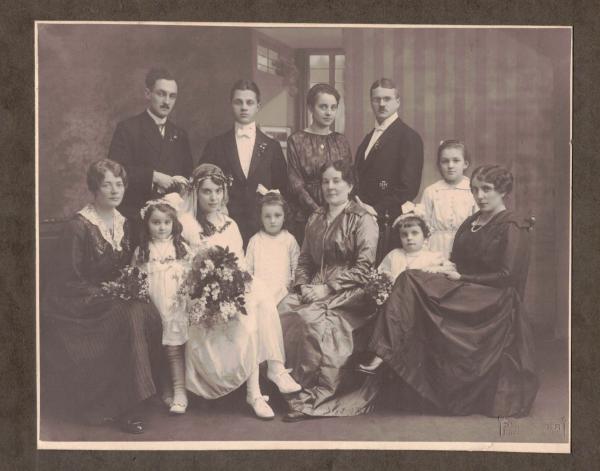 Fotografie einer Hochzeitsgesellschaft mit Hans Zenz