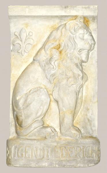 2018/86_Relief eines sitzenden Löwens