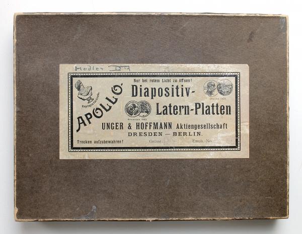 Historische Verpackung der Fotoplatten mit Aufnahmen des Gemäldes
