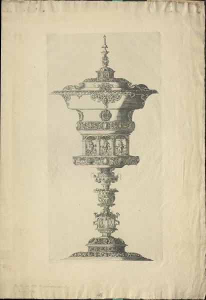 Figurativ verzierter Brunnen