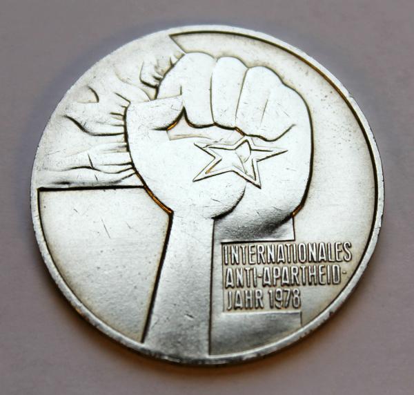 5-Mark-Stück anlässlich des Internationalen Anti-Apartheid-Jahres