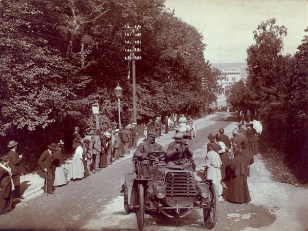 Autorennen an der Jenaer Straße